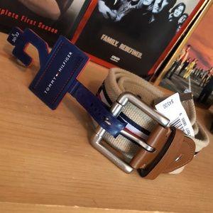 TOMMY HILFIGER-men's khaki canvas belt NWT